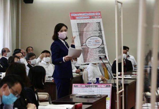 福岡市議会議員堀本わかこ決算特別委員会で質疑写真